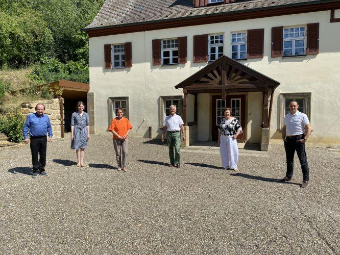 Von links: Jan Burdinski (Intendant Fränkischer Theatersommer), Emmi Zeulner (MdB), Patricia Lips (MdB), Dr. Bernd Matthes (1. Vorsitzender Fränkischer Theatersommer), Jutta Rauter (Fränkischer Theatersommer), Matthias Jacob (Architekt)